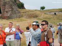 Туристите с любопитство оглеждат нашите земи.